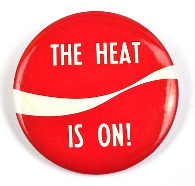 Coca Cola Coke USA Pin Button Badge Anstecknadel - The Heat is on!