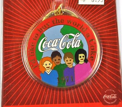 Coca-Cola Coke USA Metall Schlüsselanhänger Key Chain Ring - 1971 Slogan
