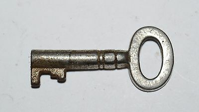 WOW Vintage Small Antique Metal Aged Skeleton KEY Great For Necklace Rare