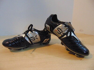Soccer Shoes Cleats Childrens  Size 4 Umbro Black Patten Excellent