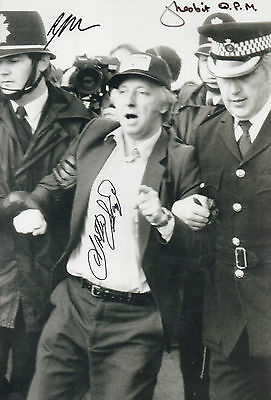 Miners Strike ARTHUR SCARGILL & Arresting officers IN PERSON signed 12x8 RARE