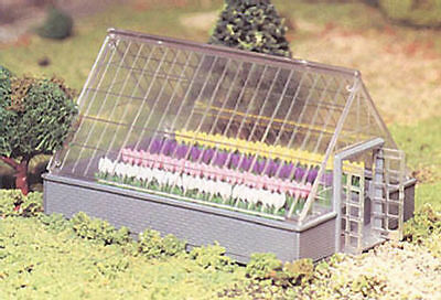 Bachmann Plasticville 45615 Greenhouse with Flowers 'O' Gauge Plastic Kit T48Pos