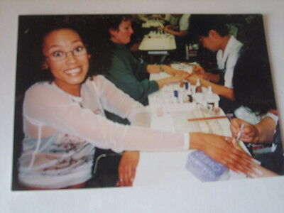 THE SPICE GIRLS  photo SCARY (MEL B) HAVING HER NAILS DONE