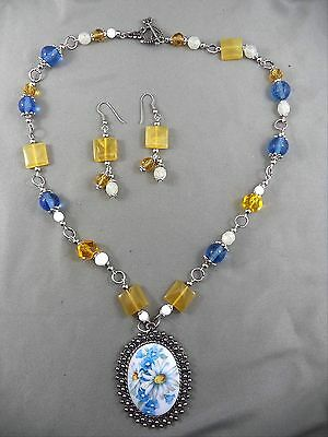 Artisan Etched Glass Bead Necklace White Daisy Pendant Drop Matching Earrings