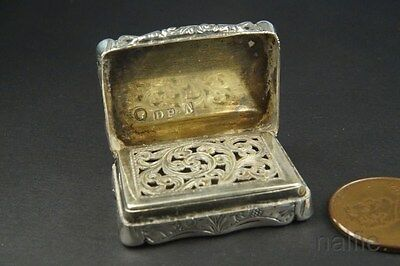 FINE QUALITY ANTIQUE ENGLISH EARLY VICTORIAN STERLING SILVER VINAIGRETTE c1849