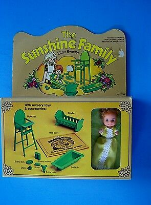Rare 1974 SUNSHINE  FAMILY  BABY SWEETS DOLL LAYETTE CRADLE HIGHCHAIR TUB NRFB
