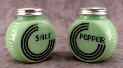 Jadeite Green Glass Art Deco Circle Salt & Pepper Shaker Set  ~ Range Size ~