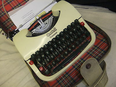 Typewriter manual OLIVER COURIER 1970's lovley little used  + soft cream case