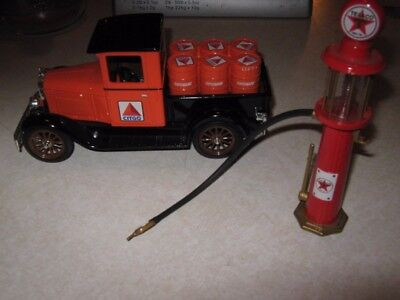 1:25 Citgo 1928 Chevy Delivery Truck Bank With Texaco Gas Pump Liberty Classics
