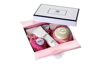 Klar's Gift Box for Women, with heart soap, bath soap, hand cream and wash glove