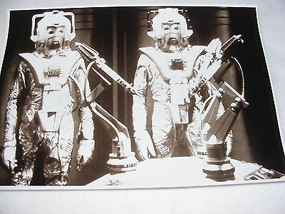 PUBLICITY DR WHO PHOTOGRAPH BLACK & WHITE CYBER MEN SCENE LASERS 11 x 8