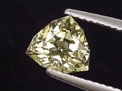 Kornerupin / Kornerupine 1,36 Ct. fancy Trillion (552m)