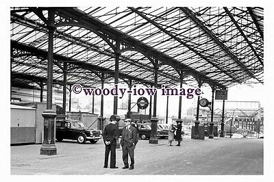 bb1160 - Policeman at Euston Station in 1963 - photograph