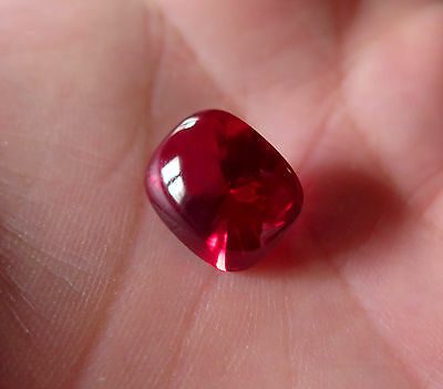 SUPERBE RUBIS VERNEUIL swifé ROUGE SANG  4 cts ENVIRON 10x8mm IF