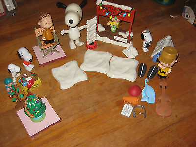 Peanuts Snoopy Christmas Collectible Figurine Set with accessories (UFS, 2004)