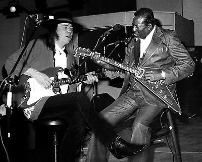 STEVIE RAY VAUGHAN ALBERT KING 8X10 Celebrity Photo Picture PLAYING LIVE