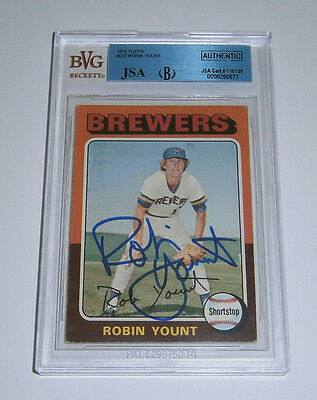 1975 BREWERS Robin Yount signed Rookie Card Topps #223 AUTO JSA Slab Autograph