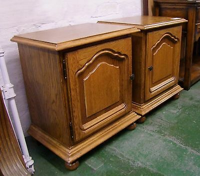 Vintage French Carved Oak Pair Of Bedside Cabinets - (001207)
