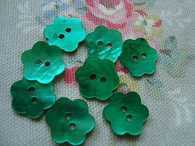 10 Bright Green    Flower Shape Agoya//Mother of Pearl Buttons