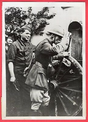 1939 French Officer Samples Soup From Field Kitchen Original News Photo