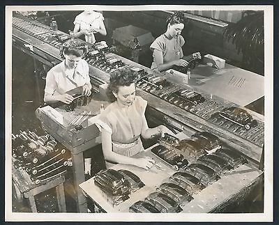 1948 TOY MANUFACTURING Making MINIATURE HUDSON CARS Vintage Photo RARE!