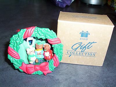 Avon Gift Collection Carolling Trio Light Up Christmas Ornament NIB
