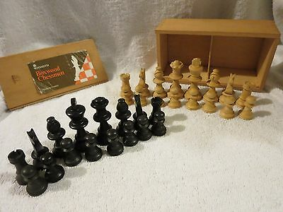 Vintage 1970's W H Smith Boxed Carved / Turned Wooden Boxwood Chessmen