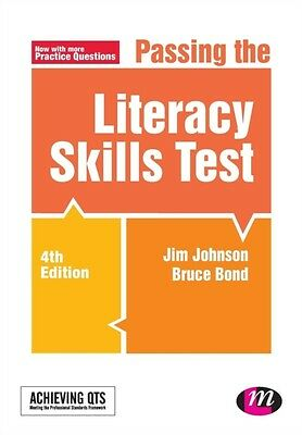 Passing the Literacy Skills Test (Achieving QTS Series) (Paperbac. 9781473913431