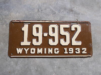 Wyoming 1932 License Plate  # 19 - 952