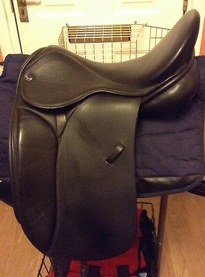 "18"" silhouette dressage saddle in black"