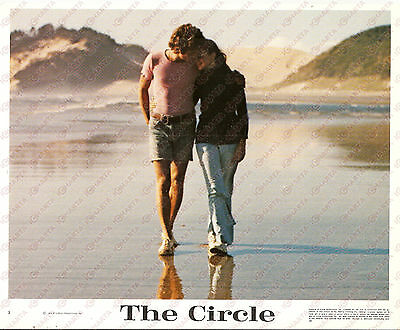 1972 THE CIRCLE Movie Tom MOYER Lovers walking on the beach *Foto seriale