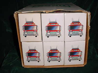 86 Holiday Xmas Collectable Trucks 1986 Hess Red Fire Truck Toy Bank From Case