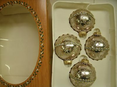 Box of 4 Krebs Glass Ball Christmas ornaments - Chic Champagne silver