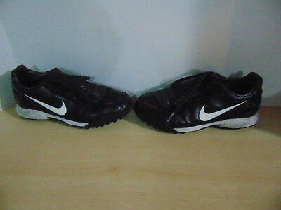 Soccer Shoes Cleats Childrens Size 4.5 Youth INDOOR Nike Total 90 Black Red