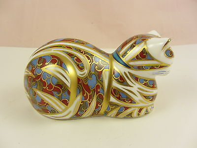 ROYAL CROWN DERBY Imari Contented Cat Paperweight (Gold Stopper)