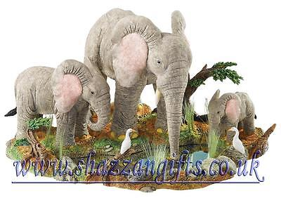 Tuskers 'At the Water Hole' LARGE Figurine Limited Edition 750 Pieces  Brand New