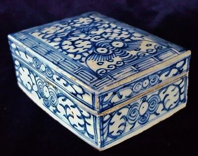 Antique Chinese Export Blue & White Porcelain Covered Box Unmarked Unknown Age