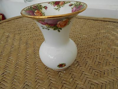 Royal Albert Old Country Roses - Shaped Vase