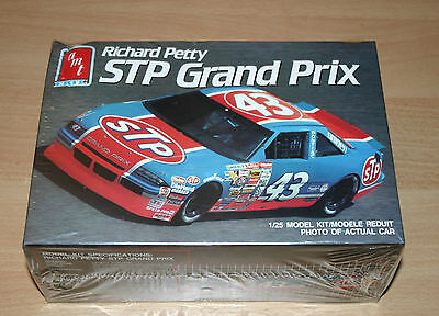 23-6728 AMT ERTL 1/25th SCALE RICHARD PETTY STP GRAND PRIX PLASTIC MODEL KIT