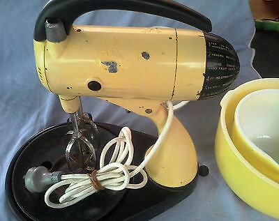 Vintage 1950s Yellow Sunbeam mixmaster with yellow Bowls