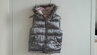 Girls Grey with fur hood gillet size 5-6 years good used condition