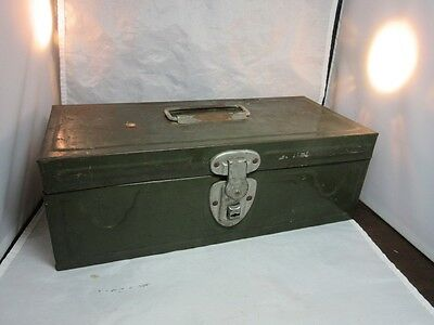 Vtg army greem metal fish tackle or tool box with inserts