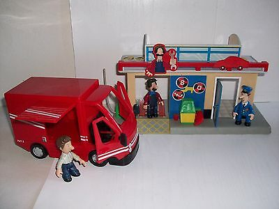 POSTMAN PAT LARGE DELIVERY VAN & TED GLEN GARAGE with 3 FIGURES PAT, TED & BEN