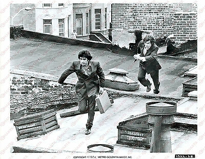 1974 SUPER COPS Ron LEIBMAN David SELBY running on roof - Movie by Gordon PARKS