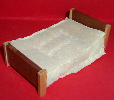VINTAGE 1970's LUNDBY BARTON DOLLS HOUSE BED