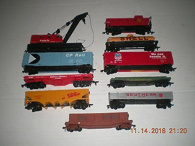 Lot of Assorted HO scale Rolling Stock (h)