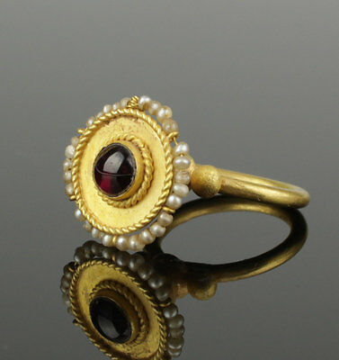 Beautiful Byzantine Gold & Garnet Ring Circa 12Th Century Ad