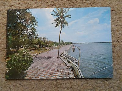 * Singapore. Old Postcard. Queen Elizabeth Walk.posted.pub By S.w.singapore