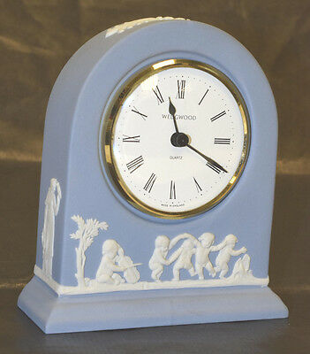Wedgwood pottery mantelpiece clock with quartz movement, boxed