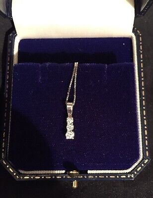 Very Good 3 DIAMOND PENDANT Set In SILVER With 18ct White Gold Chain & Clasp VGC